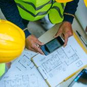 Les PME travaillent grâce au numérique durant les déplacements: avec un smartphone et une tablette au lieu d'un bloc-notes et d'un classeur