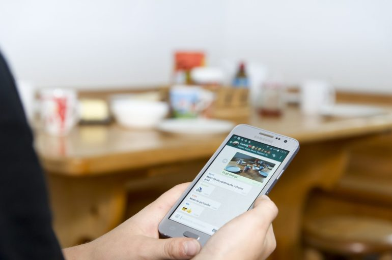 Chat familial pour le quotidien numérique.