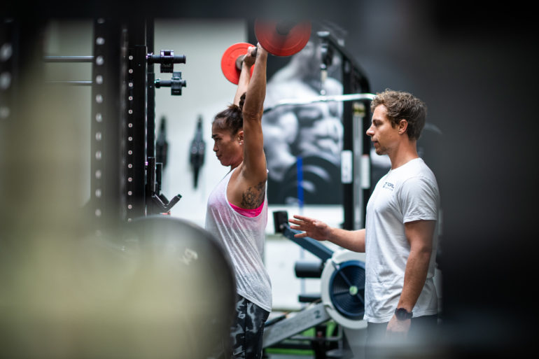 Fabian Seiler trainiert mit Kundin
