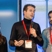 Die Bekanntgabe des PoC an der Closing Ceremony des Kickstart Accelerator 2018 mit Manuela Disch, Patrick Veenhoff (beide Swisscom) und Teachy-Gründer Christian von Olnhausen (v.l.n.r.).