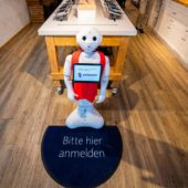 Le robot Pepper s'implique au Shop