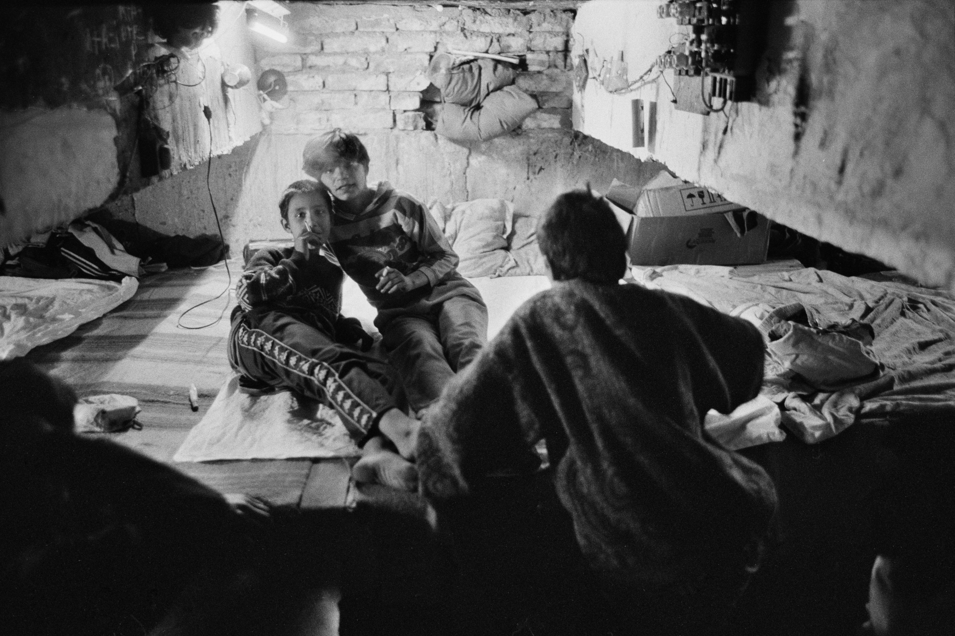 Strassenkinder in Bukarest: Diese Zustände hielt Ursula Markus in einem Fotoband fest.