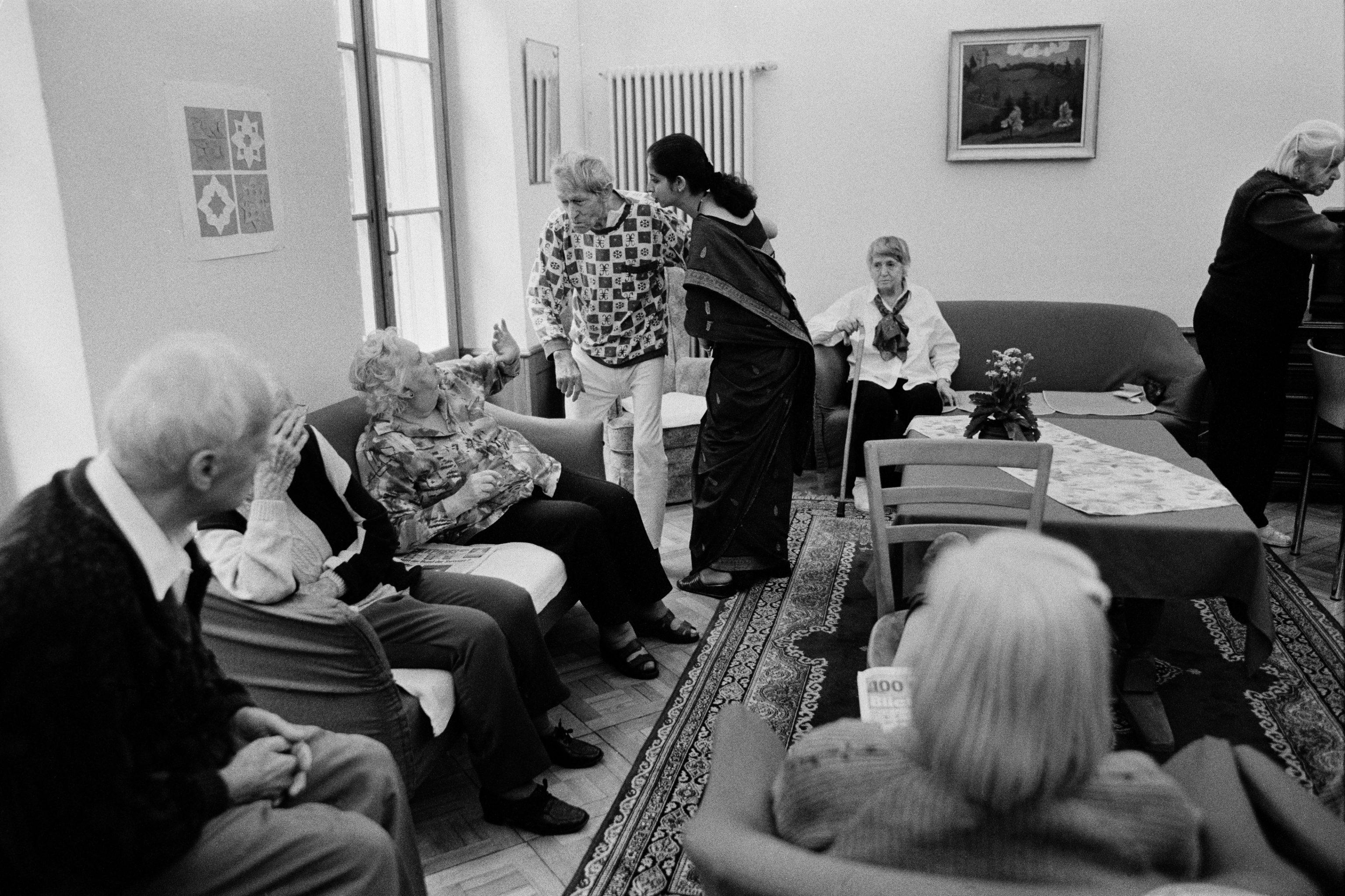 """Blick in ein Altersheim: Bild aus dem Fotoband """"Demenz"""" von Ursula Markus."""