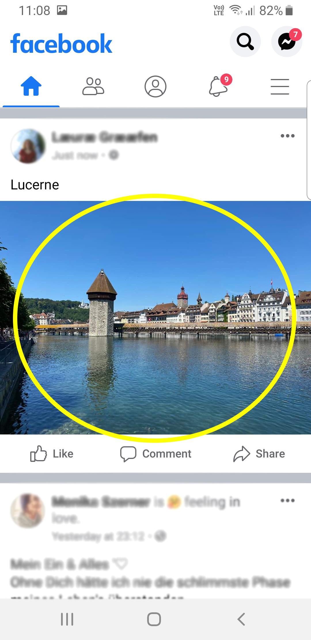 Facebook-Feed mit einem Beitrag mit einem Bild von Luzern. Das Bild ist gelb markiert.