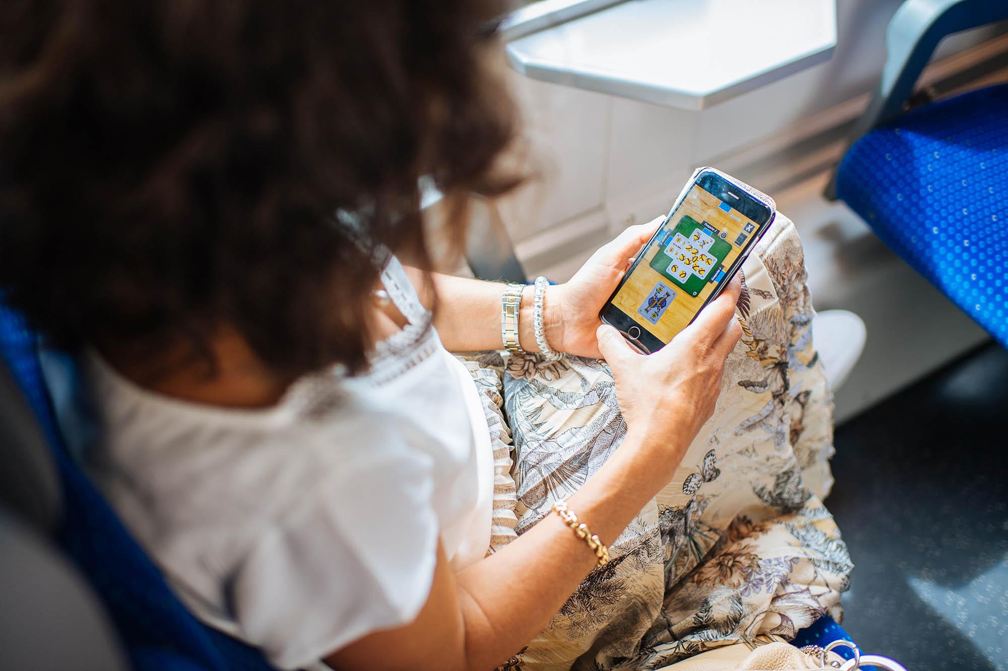 Tna Frei: jouer au jass dans le train.